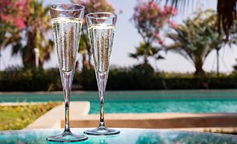 Un site avec terrasses  et piscine <br/> pour vos cocktails ?